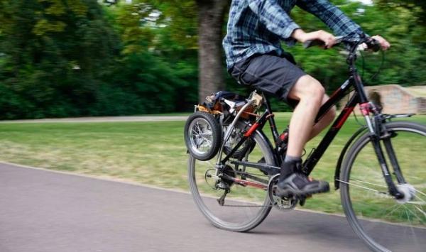 Велосипедный прицеп Trenux складывается для маневров в черте города